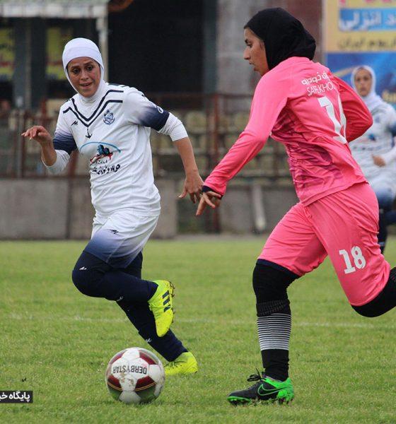 دیدار فوتبال بانوان ملوان انزلی و آذرخش تهران 20 560x600 وزارت ورزش از پخش اینترنتی ورزش زنان حمایت میکند؟