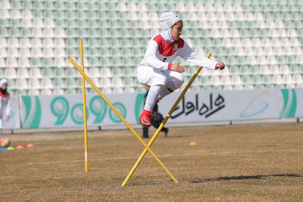 زهره عرفانی جوانترین گلزن لیگ برتر از سیرجان میآید | زهره عرفانی: باورم نمیشد گلزنی کرده ام