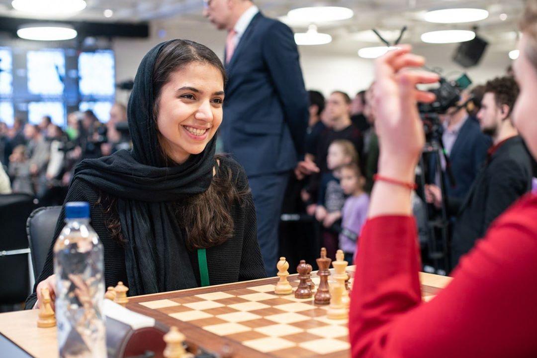 سارا خادم الشریعه ، پیروزی برابر قهرمان آسیا و ۱.۵ امتیاز از ۵ بازی