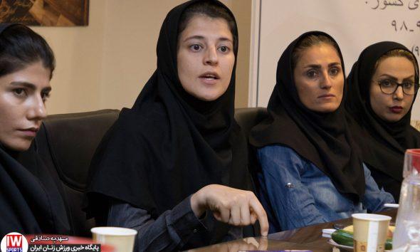 فاطمه شریف در قرعه کشی لیگ برتر فوتسال بانوان 590x354 شریف: 25 درصد قراردادها پرداخت شد   بسیاری از تیم ها خرج سفرشان را هم ندارند
