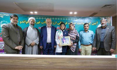 مهلا مومن زاده 400x240 هدیه ای برای دایی شهید | مهلا مومن زاده مدال خود را به موزه آستان قدس رضوی تقدیم کرد