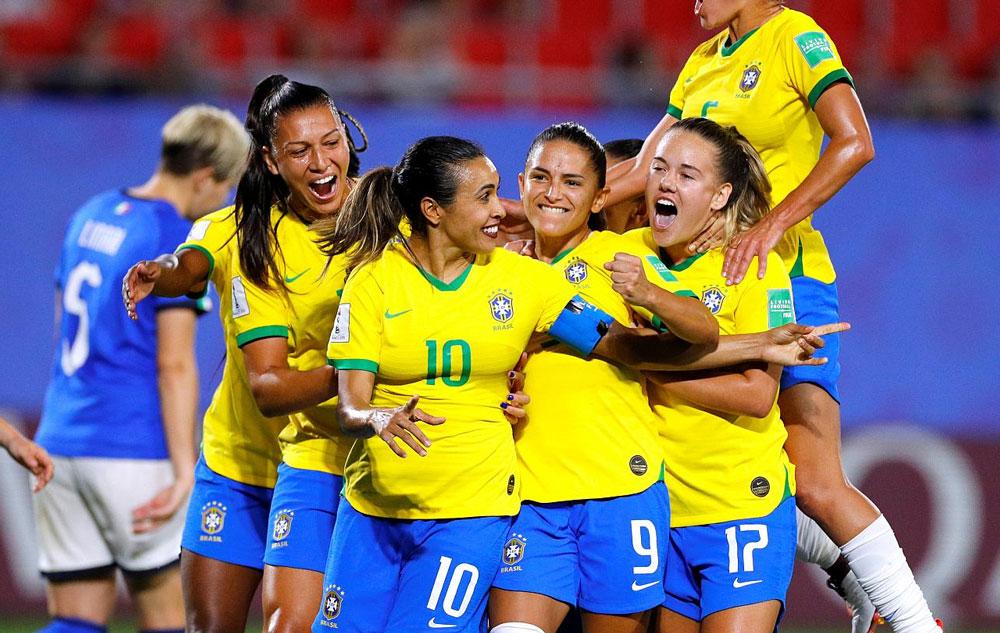 نگاهی بر خواسته زنان فوتبالیست | دستمزد برابر نه! فرصت های برابر