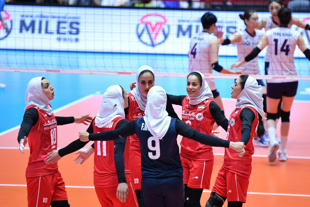تصاویر دیدار تیم های ملی والیبال بانوان ایران و کره جنوبی 3 گزارش تصویری دیدار والیبال بانوان ایران و کره جنوبی