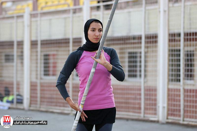 دختر پرنده ایران در اندیشه پرواز از مانع ۴ متری