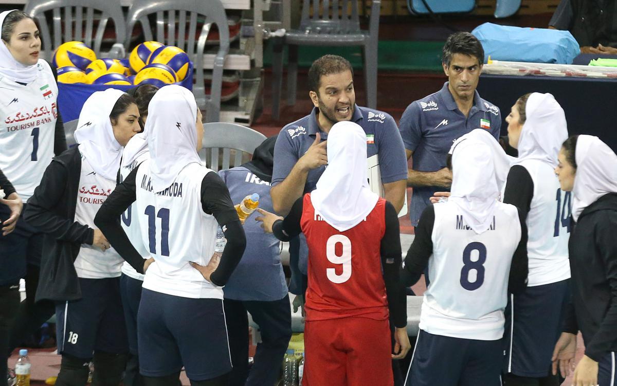 تیم ملی والیبال بانوان ؛ محصول مهرگان با آجرهای پرتاب شده
