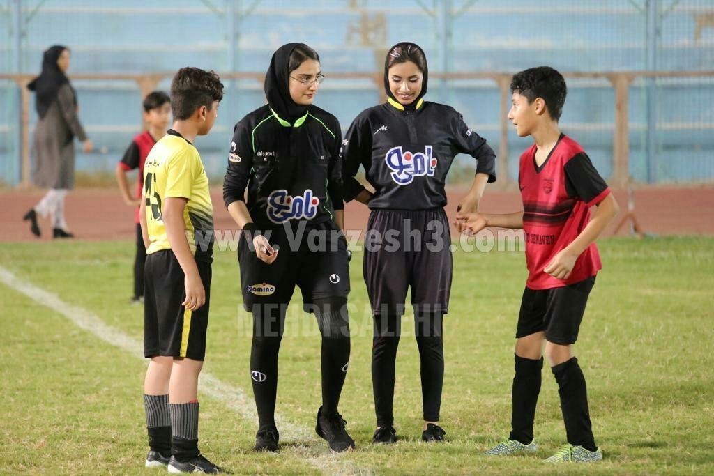 قضاوت داوران زن در فستیوال زیر ۱۲ سال فوتبال پسران بوشهر| تصاویر