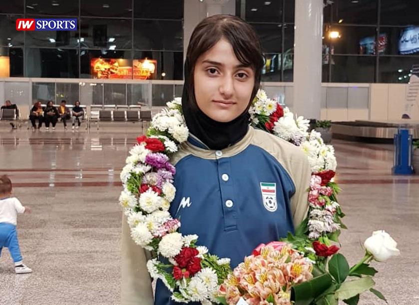 آریانا جوزایی ملی پوش فوتبال بانوان آریانا جوزایی ستاره 15 ساله جدید فوتبال ایران از شیراز : لذت پوشیدن لباس ملی قابل وصف نیست