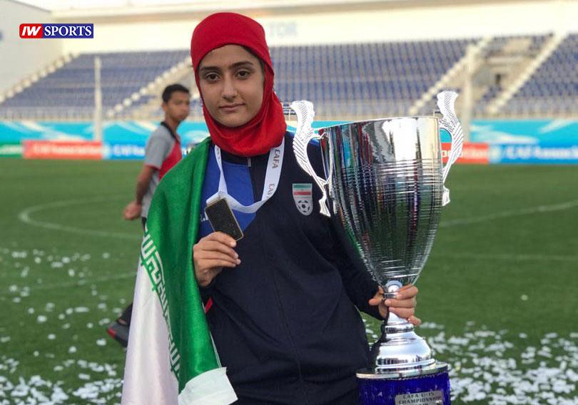 آریانا جوزایی ستاره 15 ساله جدید فوتبال ایران از شیراز : لذت پوشیدن لباس ملی قابل وصف نیست