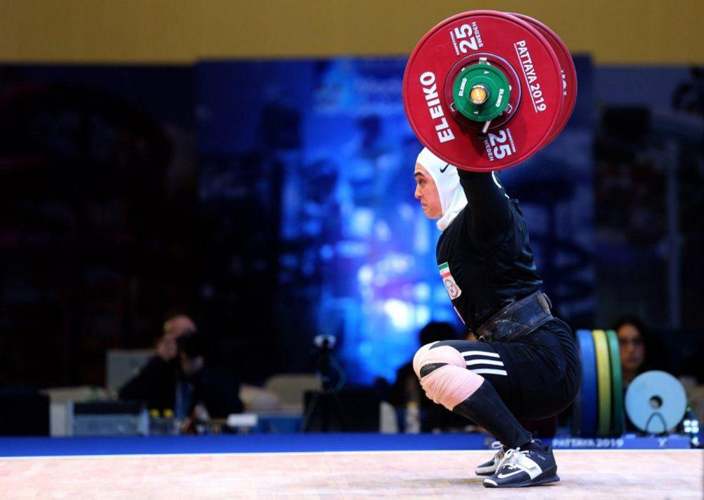 ابریشم ارجمندخواه 3 986x700 تصاویر حضور ابریشم ارجمندخواه در مسابقات وزنه برداری قهرمانی جهان