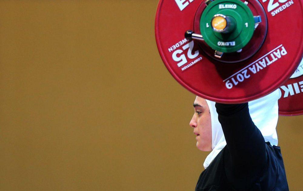 ابریشم ارجمندخواه 4 1000x630 تصاویر حضور ابریشم ارجمندخواه در مسابقات وزنه برداری قهرمانی جهان