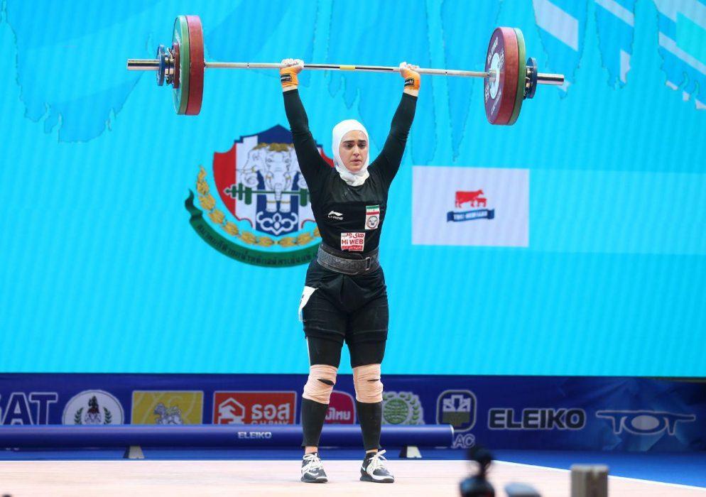 ابریشم ارجمندخواه 5 994x700 تصاویر حضور ابریشم ارجمندخواه در مسابقات وزنه برداری قهرمانی جهان