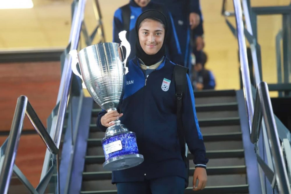 بازگشت تیم ملی فوتبال دختران به ایران پس از قهرمانی دز تورنمنت کافا 10 1000x666 گزارش تصویری   بازگشت تیم ملی فوتبال دختران پس از قهرمانی در کافا