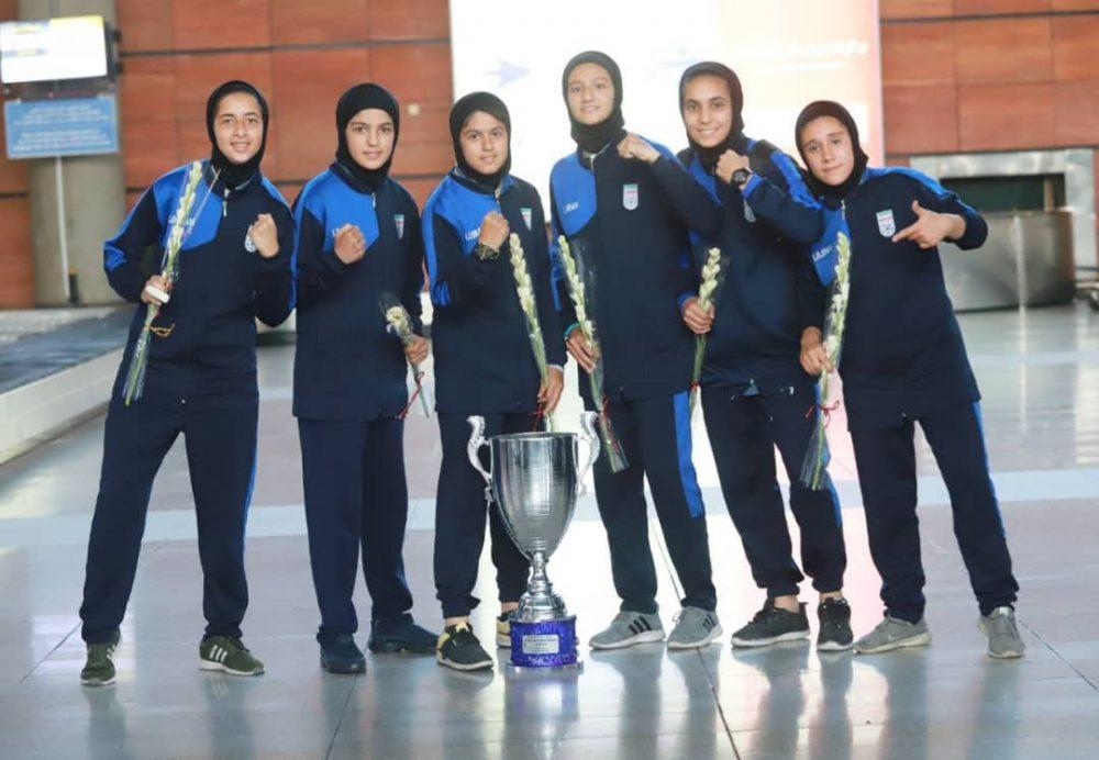 بازگشت تیم ملی فوتبال دختران به ایران پس از قهرمانی دز تورنمنت کافا 2 1000x692 گزارش تصویری   بازگشت تیم ملی فوتبال دختران پس از قهرمانی در کافا