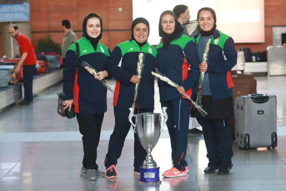 بازگشت تیم ملی فوتبال دختران به ایران پس از قهرمانی دز تورنمنت کافا 4 1000x667 گزارش تصویری   بازگشت تیم ملی فوتبال دختران پس از قهرمانی در کافا