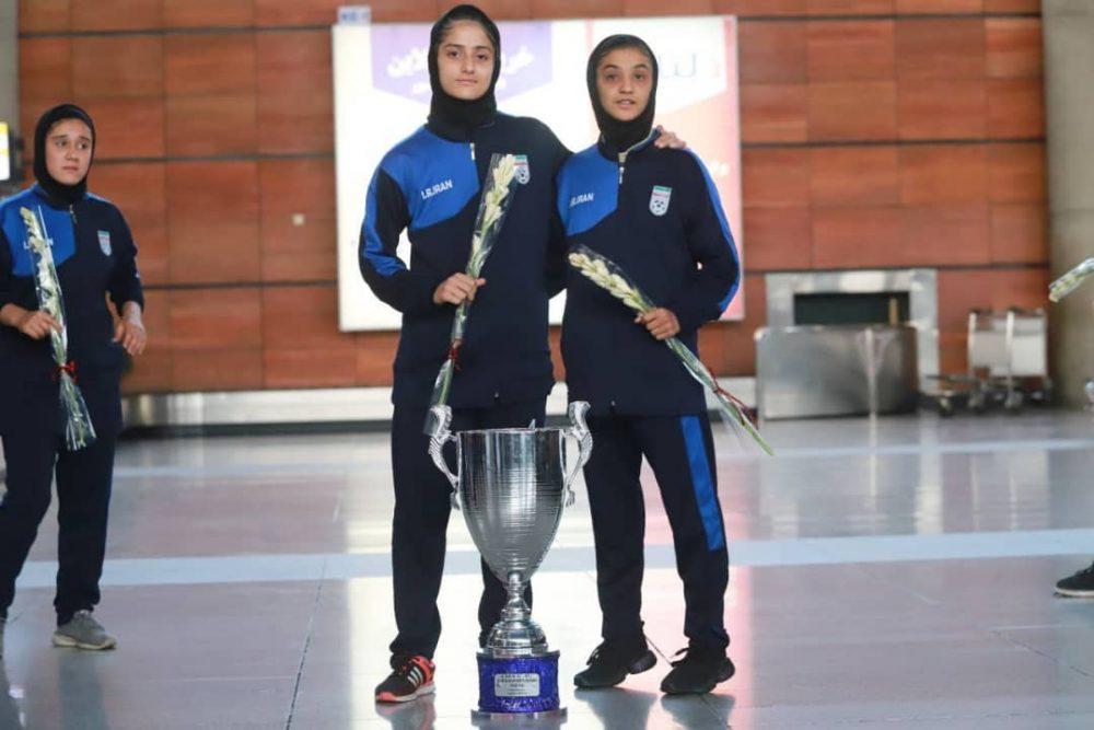 بازگشت تیم ملی فوتبال دختران به ایران پس از قهرمانی دز تورنمنت کافا 5 1000x667 گزارش تصویری   بازگشت تیم ملی فوتبال دختران پس از قهرمانی در کافا