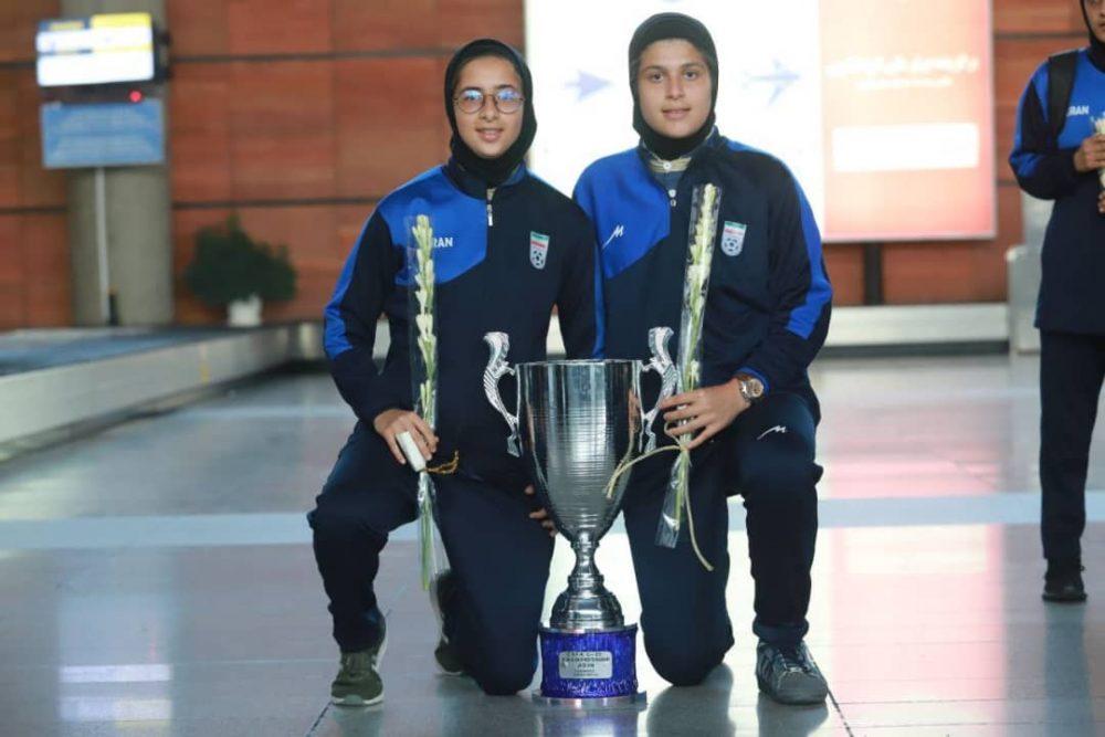 بازگشت تیم ملی فوتبال دختران به ایران پس از قهرمانی دز تورنمنت کافا 7 1000x667 گزارش تصویری   بازگشت تیم ملی فوتبال دختران پس از قهرمانی در کافا