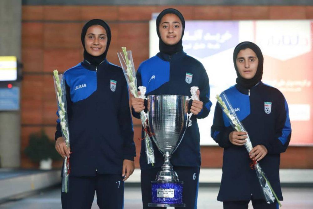بازگشت تیم ملی فوتبال دختران به ایران پس از قهرمانی دز تورنمنت کافا 8 1000x667 گزارش تصویری   بازگشت تیم ملی فوتبال دختران پس از قهرمانی در کافا