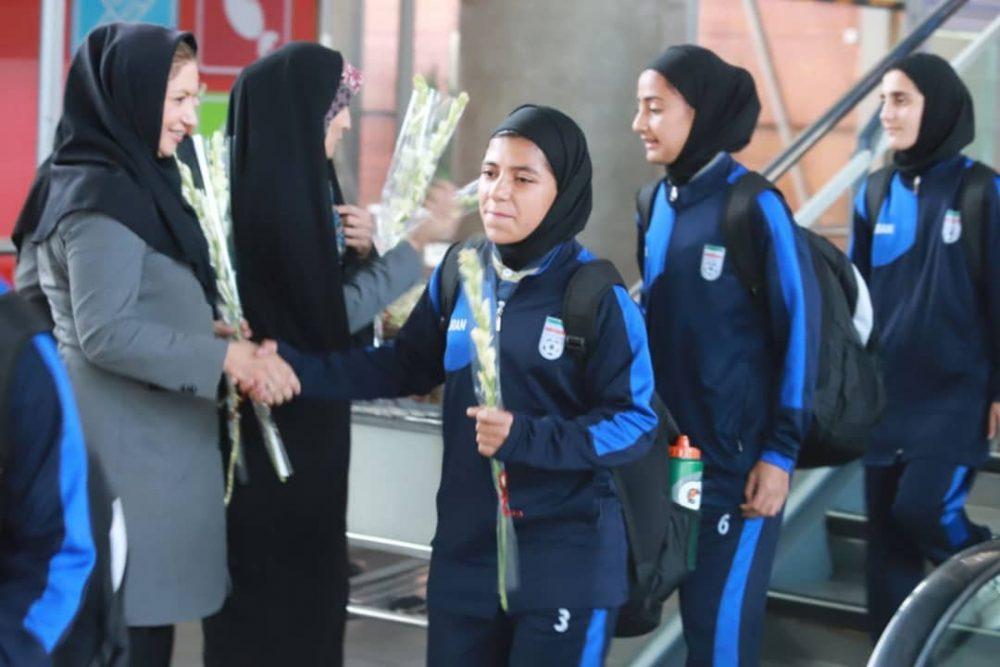 بازگشت تیم ملی فوتبال دختران به ایران پس از قهرمانی دز تورنمنت کافا 9 1000x667 گزارش تصویری   بازگشت تیم ملی فوتبال دختران پس از قهرمانی در کافا
