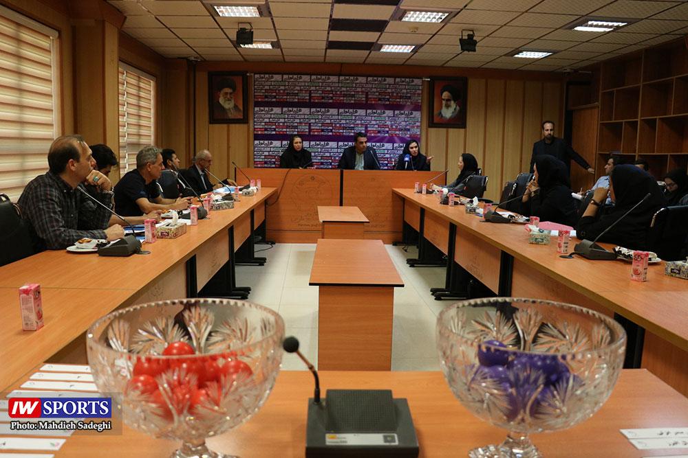 گزارش تصویری | قرعه کشی لیگ برتر فوتبال بانوان در سازمان لیگ