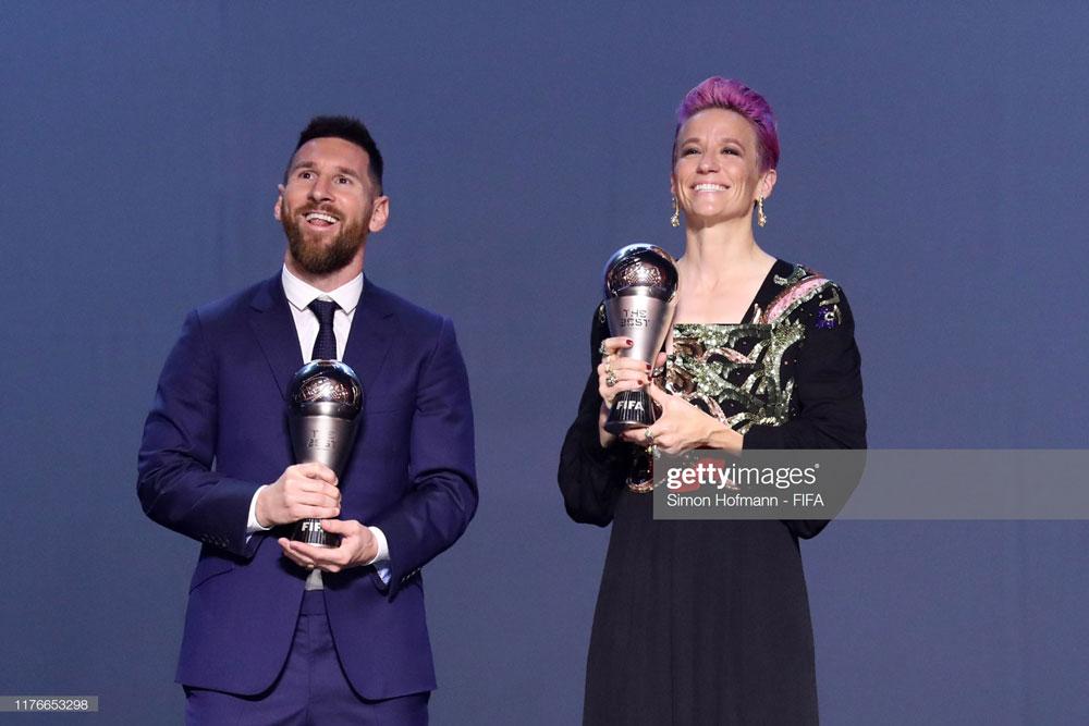 مراسم برترینهای فوتبال جهان | مگان راپینو بهترین بازیکن شد، ون ونندال بهترین دروازه بان