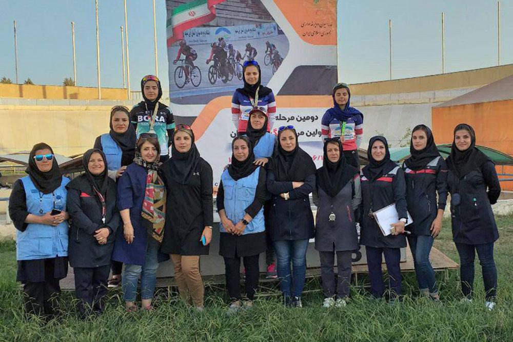 پانصد متر جوانان لیلا حیدری پارمیدا نیکفر یکتا غلامرضایی گزارش تصویری | برترینهای مرحله دوم لیگ دوچرخه سواری پیست بانوان