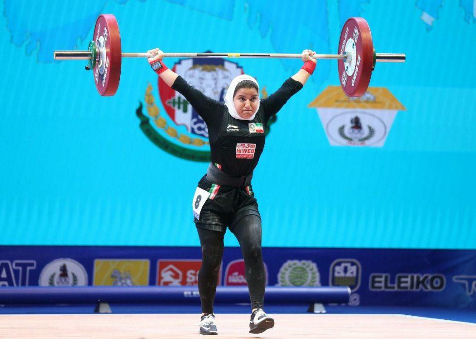 پوپک بسامی اولین دختر وزنه بردار ایران در مسابقات جهانی 981x700 تصاویر حضور پوپک بسامی در مسابقات وزنه برداری قهرمانی جهان