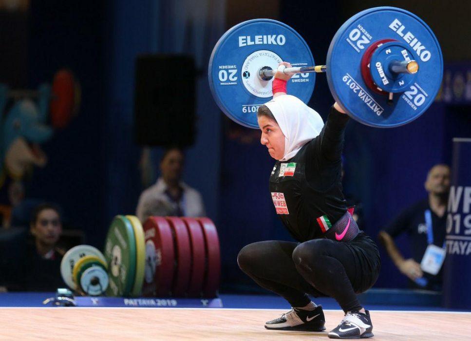پوپک بسامی تیم ملی وزنه برداری بانوان 967x700 تصاویر حضور پوپک بسامی در مسابقات وزنه برداری قهرمانی جهان