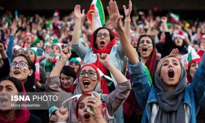 حضور زنان در ورزشگاه آزادی در دیدار ایران و کامبوج 18 400x240 فیفا خواستار ورود زنان ایران به ورزشگاه در مسابقات لیگ شد