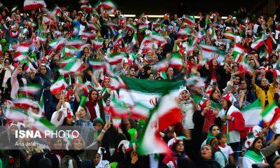 حضور زنان در ورزشگاه آزادی در دیدار ایران و کامبوج 6 400x240 چه بنیهای که از خود دریغ کرده بودیم ...