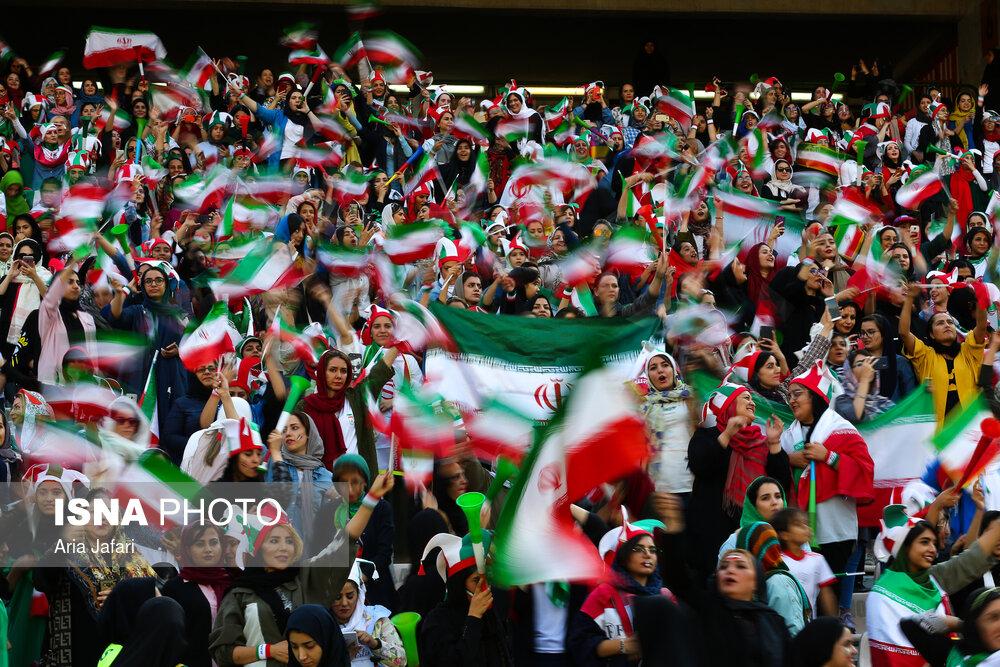 حضور زنان در ورزشگاه آزادی در دیدار ایران و کامبوج 6 چه بنیهای که از خود دریغ کرده بودیم ...