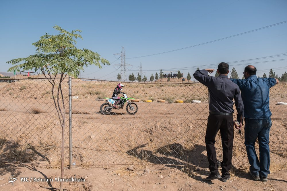 دومین دوره مسابقات موتور کراس بانوان کشور 34 1000x667 گزارش تصویری | دومین دوره مسابقات موتور کراس بانوان کشور