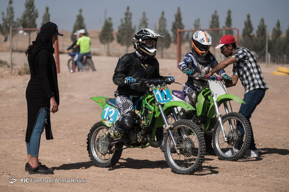دومین دوره مسابقات موتور کراس بانوان کشور 39 1000x667 گزارش تصویری | دومین دوره مسابقات موتور کراس بانوان کشور