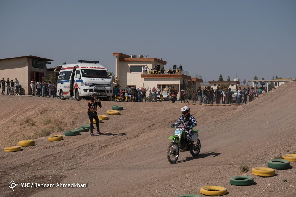 دومین دوره مسابقات موتور کراس بانوان کشور 53 1000x667 گزارش تصویری | دومین دوره مسابقات موتور کراس بانوان کشور