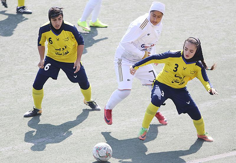 گزارش تصویری | دیدار تیم های شهرداری بم و آویسا خوزستان در لیگ برتر فوتبال بانوان
