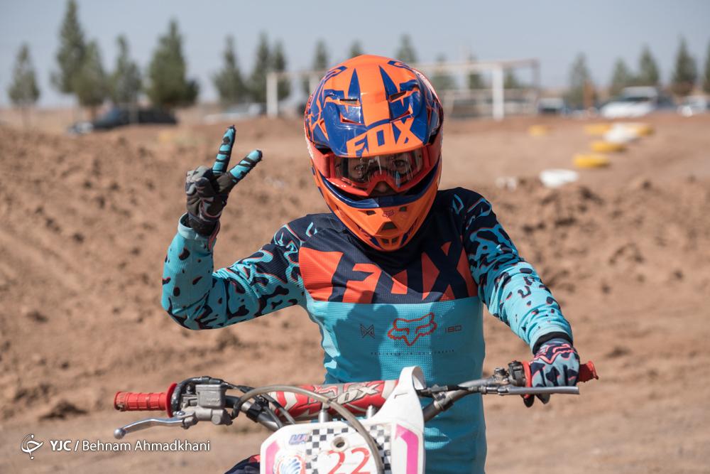 موتورسواری بانوان مسابقات موتورکراس قهرمانی کشور برگزاری مسابقات موتور کراس بانوان کشور با حضور 32 دختر موتور سوار