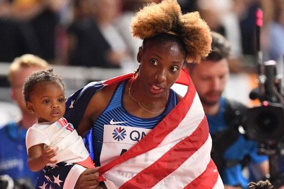 نیا علی دونده آمریکایی ویدئو | قهرمانی نیا علی دونده آمریکایی در دو 100 متر با مانع قهرمانی جهان