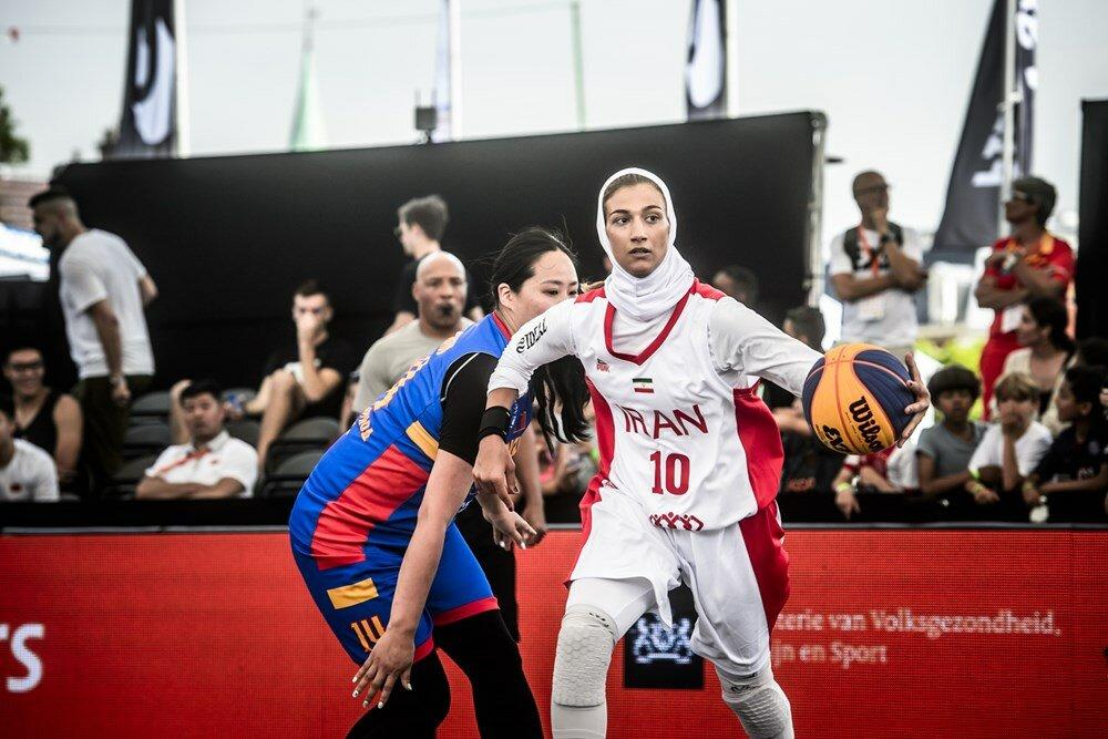 57896127 کیمیا یزدیان : در ایران یک زمین استاندارد بسکتبال سه نفره برای تمرین هم نداریم