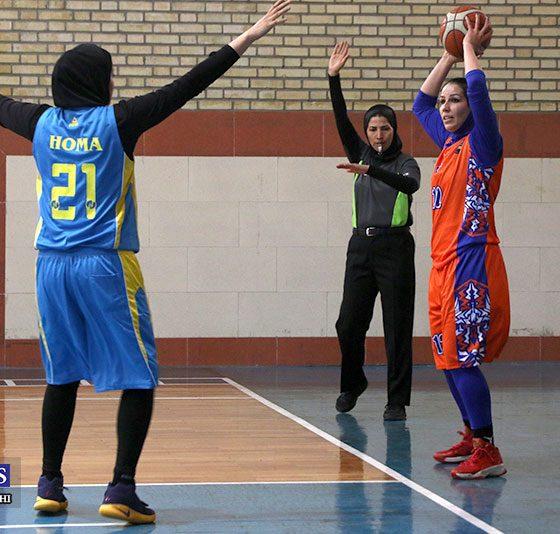 آویژه صنعت پارسای مشهد و خانه بسکتبال هرمزگان در لیگ برتر بسکتبال بانوان 560x534 پیروزی آویژه صنعت مشهد برابر خانه بسکتبال کردستان در لیگ بسکتبال