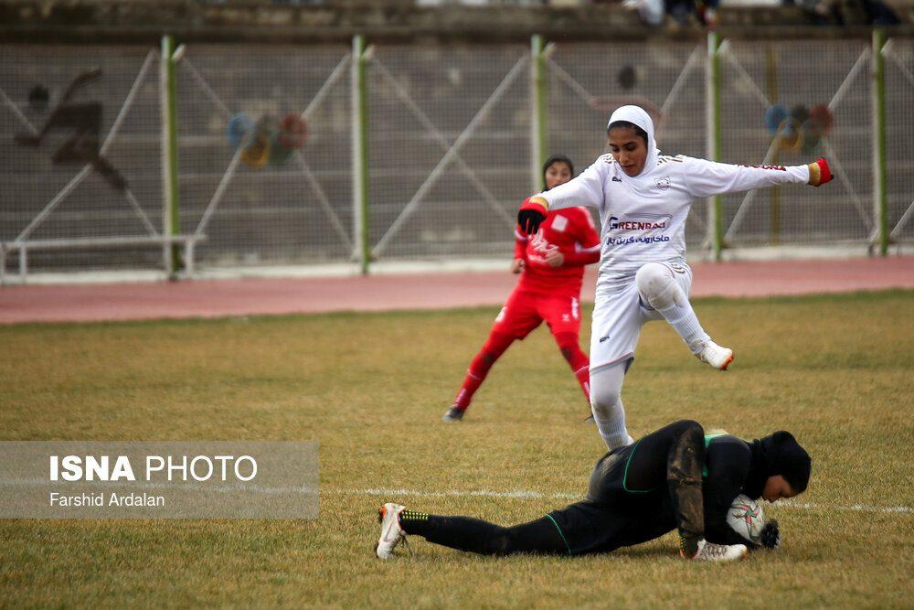 دیدار وچان کردستان و شهرداری بم در لیگ برتر فوتبال بانوان 11 1000x667 دیدار تیم های وچان کردستان و شهرداری بم به روایت تصویر
