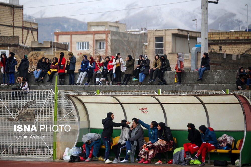 دیدار وچان کردستان و شهرداری بم در لیگ برتر فوتبال بانوان 12 1000x667 دیدار تیم های وچان کردستان و شهرداری بم به روایت تصویر