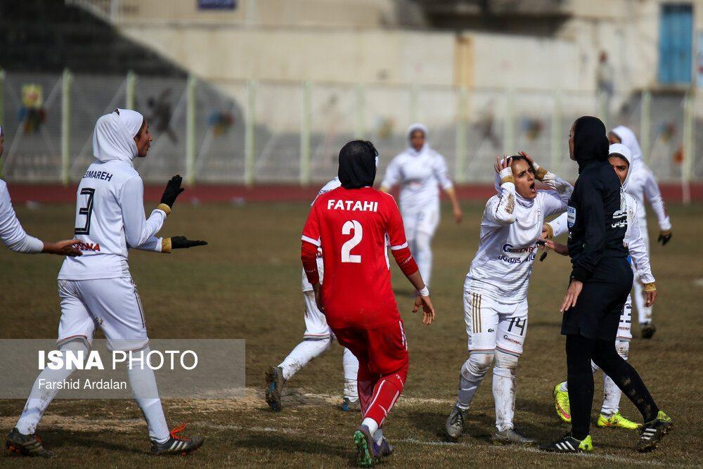 دیدار وچان کردستان و شهرداری بم در لیگ برتر فوتبال بانوان 17 1000x667 دیدار تیم های وچان کردستان و شهرداری بم به روایت تصویر