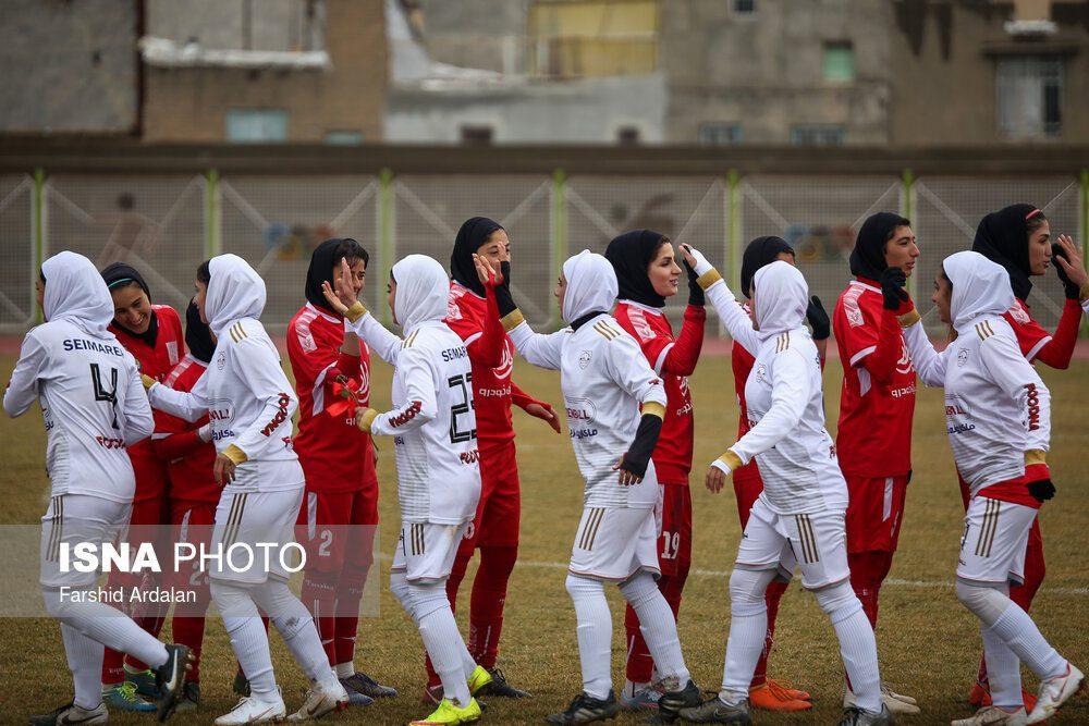 دیدار وچان کردستان و شهرداری بم در لیگ برتر فوتبال بانوان 2 1000x667 دیدار تیم های وچان کردستان و شهرداری بم به روایت تصویر