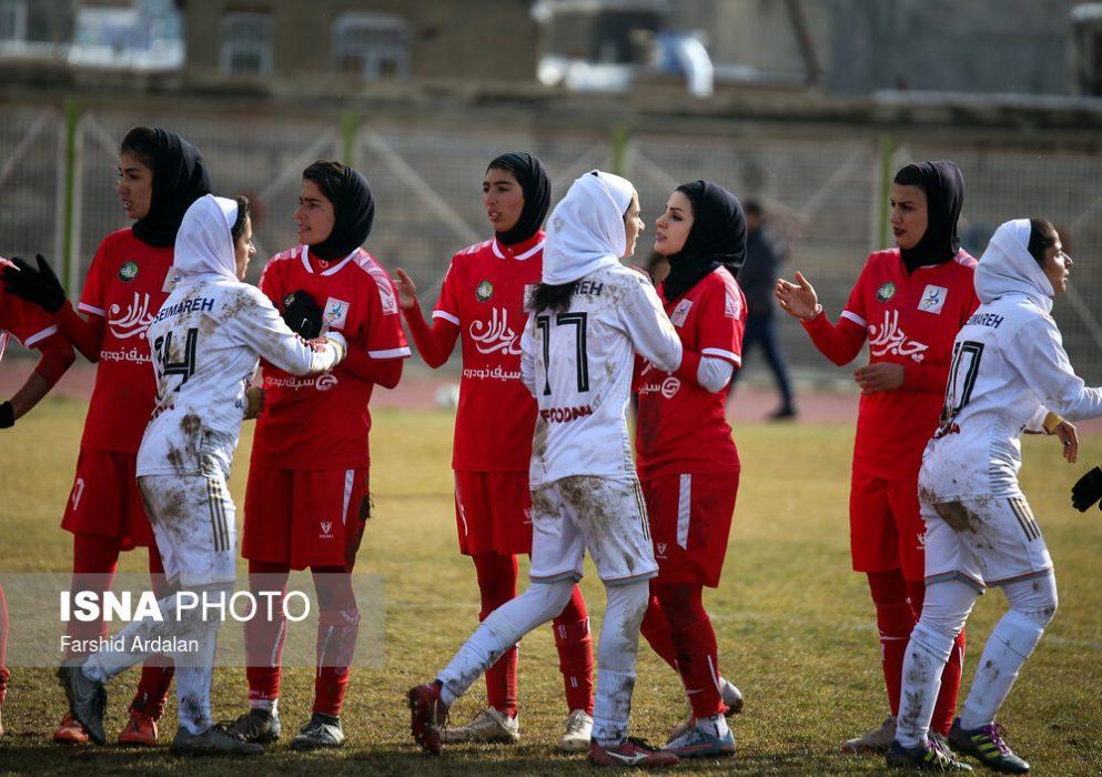 دیدار وچان کردستان و شهرداری بم در لیگ برتر فوتبال بانوان 24 993x700 دیدار تیم های وچان کردستان و شهرداری بم به روایت تصویر