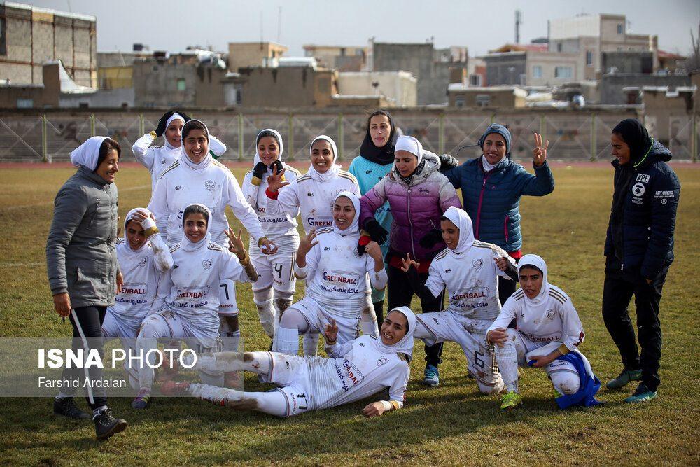 دیدار وچان کردستان و شهرداری بم در لیگ برتر فوتبال بانوان 25 1000x667 دیدار تیم های وچان کردستان و شهرداری بم به روایت تصویر