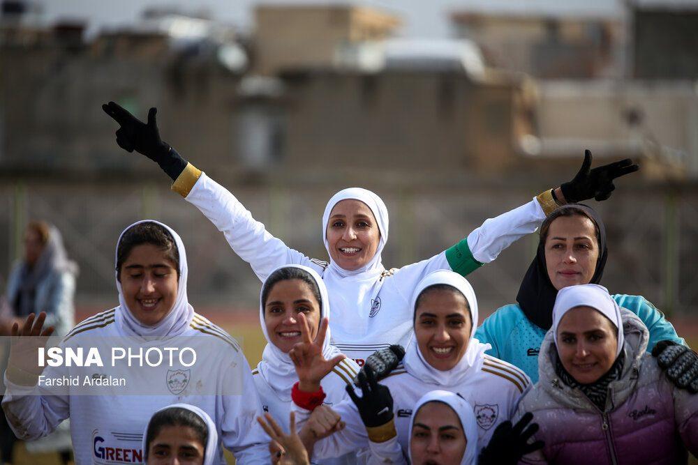 دیدار وچان کردستان و شهرداری بم در لیگ برتر فوتبال بانوان 26 1000x667 دیدار تیم های وچان کردستان و شهرداری بم به روایت تصویر