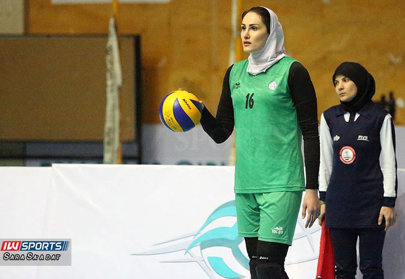شکوفه صفری : در ایران والیبال مظلوم  واقع شده است .