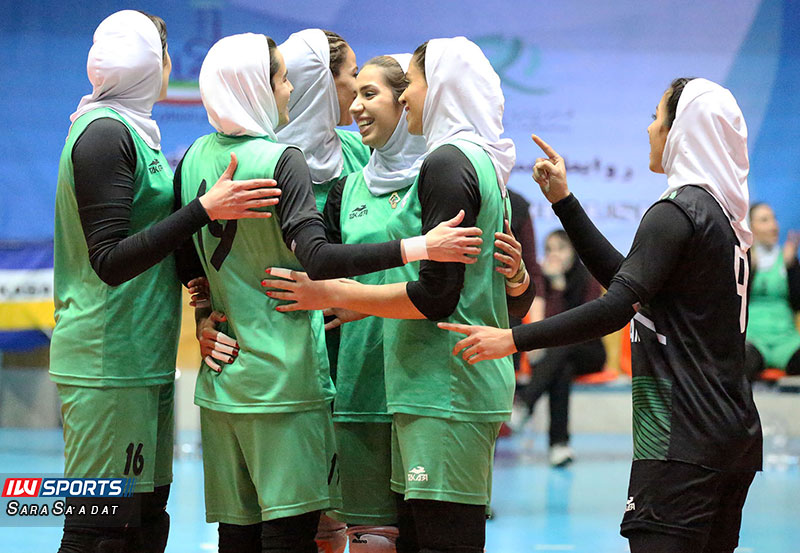 پیروزی تیم والیبال بانوان ذوب آهن برابر اکسون تهران گزارش تصویری | دیدار اکسون و ذوب آهن در هفته چهارم لیگ برتر والیبال بانوان