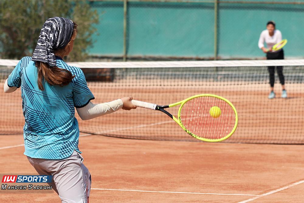 تور تنیس بانوان کیش مشکات الزهرا صفی 5 گزارش تصویری تور تنیس زیر 18 سال دختران در کیش و قهرمانی مشکات الزهرا صفی