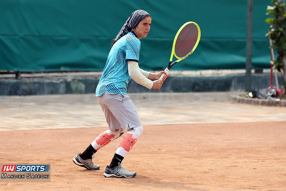 تور تنیس بانوان کیش مشکات الزهرا صفی 8 گزارش تصویری تور تنیس زیر 18 سال دختران در کیش و قهرمانی مشکات الزهرا صفی