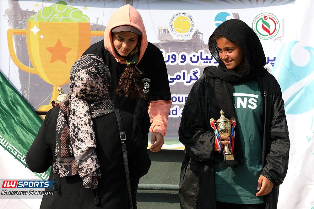 تور تنیس بانوان کیش مهتا خانلو و ماندگار فرزامی گزارش تصویری تور تنیس زیر 18 سال دختران در کیش و قهرمانی مشکات الزهرا صفی